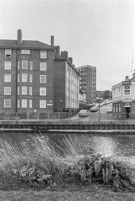 Flats, Anchor & Hope, High Hill Ferry, Clapton, Hackney, 1982 32c-41_2400