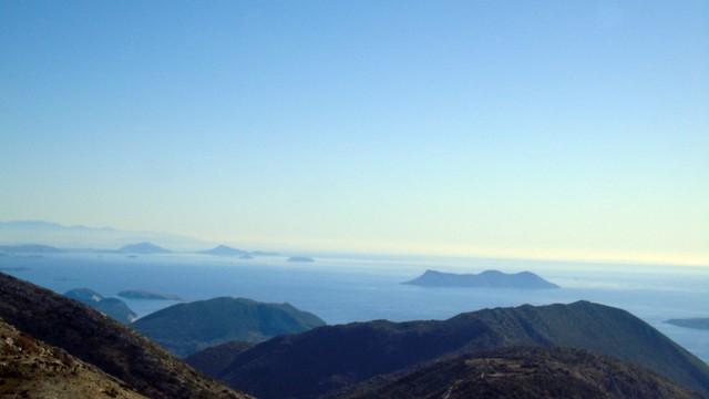 Η θέα από την Ελάτη προς τα γειτονικά με την Λευκάδα νησιά