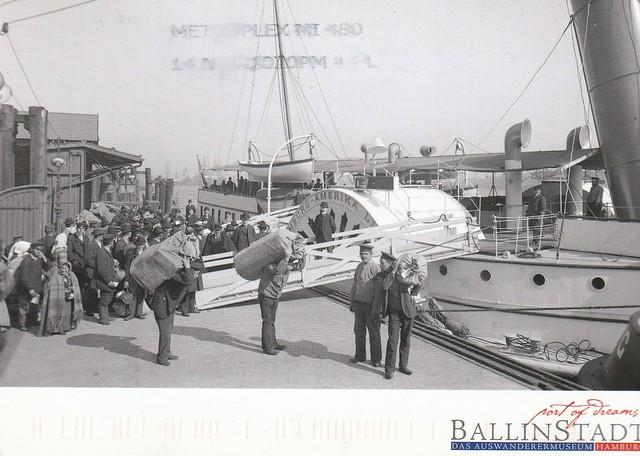 Port de Ballinstadt (Allemagne) - réimporession d'une photo d'époque (Musée des Migrants, Hambourg)