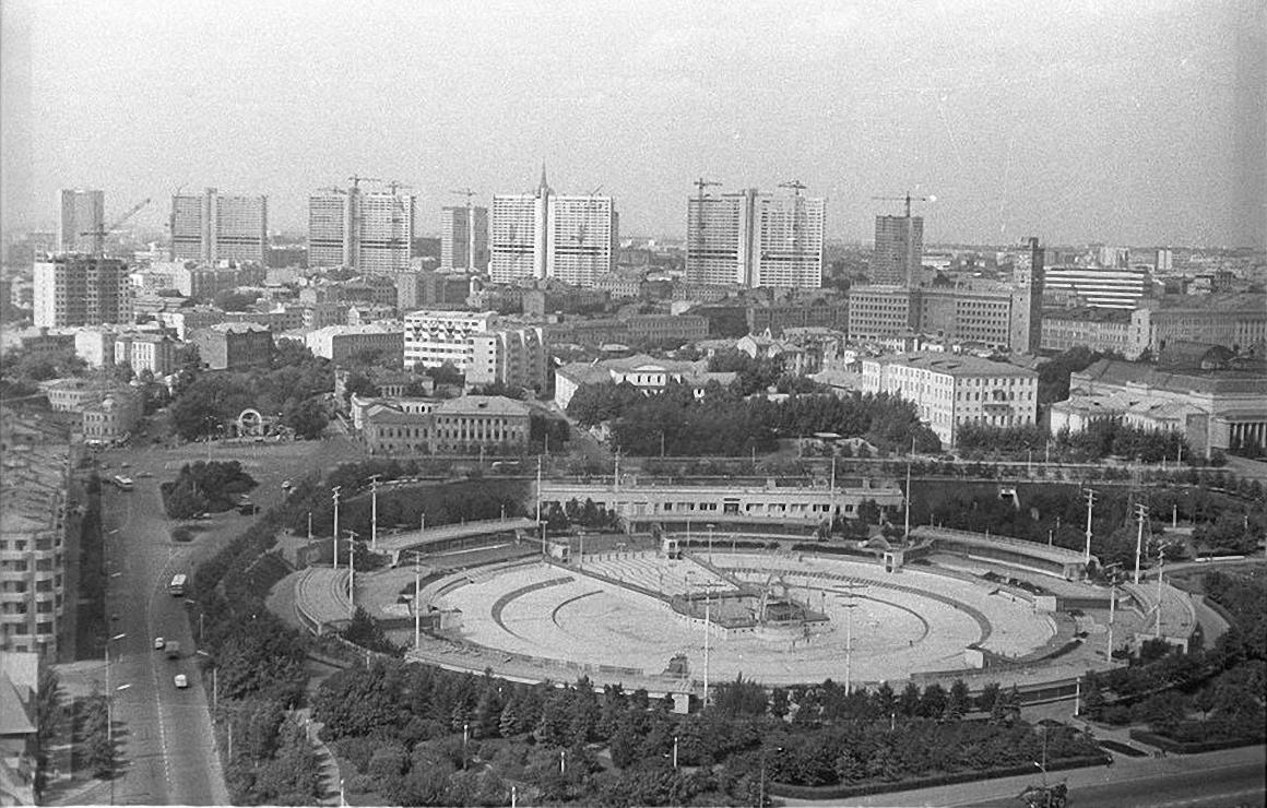 1960-е. Вид с борта вертолета на ул. Остоженка, Кропоткинская, проспект Калинина. Фото сделано над Кропоткинской.