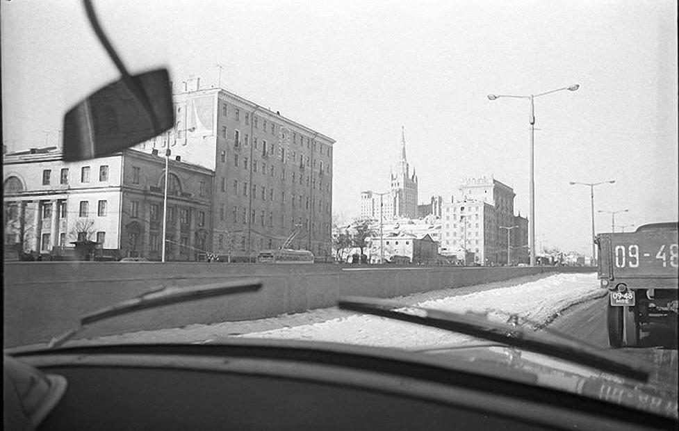 1960-е.  За рулем. Улица Чайковского