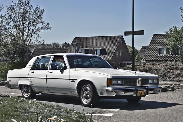 Oldsmobile Regency Sedan 1984 (9665)