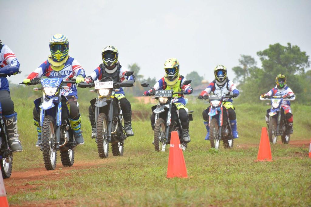 Fun Riding Experience Yamaha WR 155 R