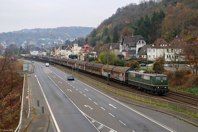Bayernbahn 151 119-5 mit dem Henkelzug bei Linz am Rhein, 27.11.2020