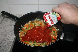 24 - Deglaze with tomatoes / Mit Tomaten ablöschen