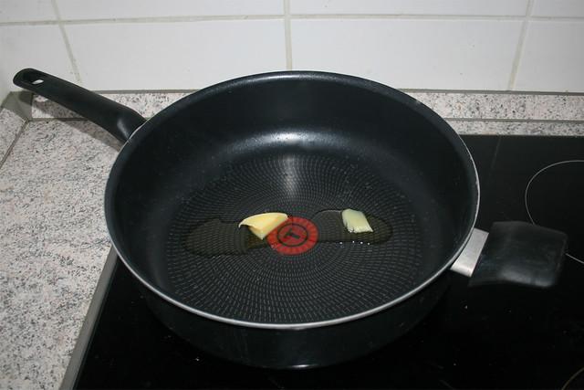 11 - Heat ghee in pan / Butterschmalz in Pfanne erhitzen