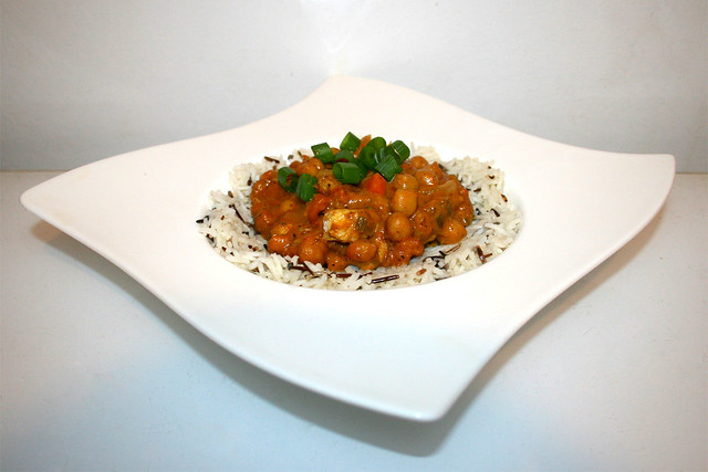 44 - Chickpea Curry with turkey - Side view / Kichererbsen-Curry mit Pute - Seitenansicht