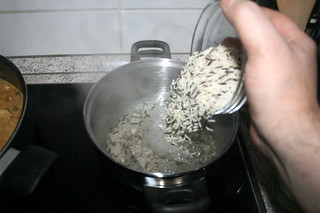 34 - Cook rice / Reis kochen