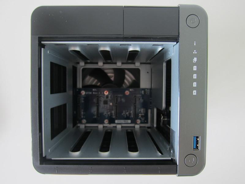 QNAP TS453D - Front - Inside