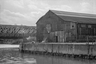 Railway bridge, Wharf, Lea Navigation, Bromley -by-Bow, Tower Hamlets, 1981 29t-61_2400