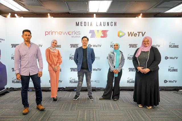 (Dari Kiri) Datuk Fizz Fairuz, Amyra Rosli, Heng Aik Kuang Pengurus Wetv Malaysia, Wan Sharmila, Nini Yusof Ketua Pegawai Kandungan Omnia _ Pengarah Primeworks Studios