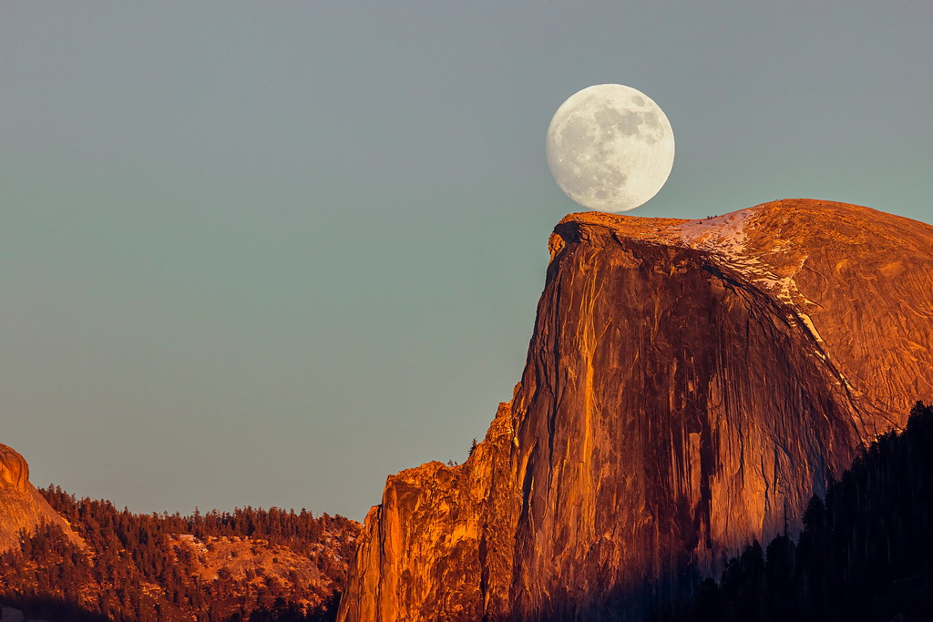 AK0I5988: Moonrise and Sunset at Yosemite NP