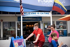 Believing. American Lifestyle 2020 - Miami street photos  L1001544