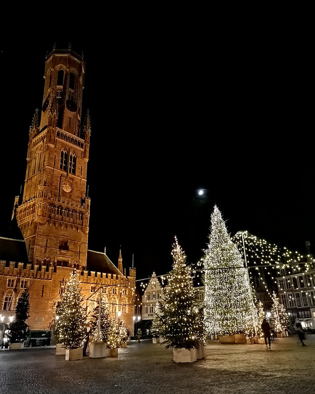 Brujas se ilumina por navidad