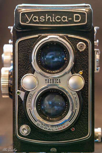 Yashica-D Twin Lens Reflex