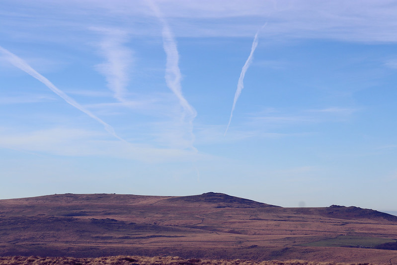 Vapour trails above Yes Tor