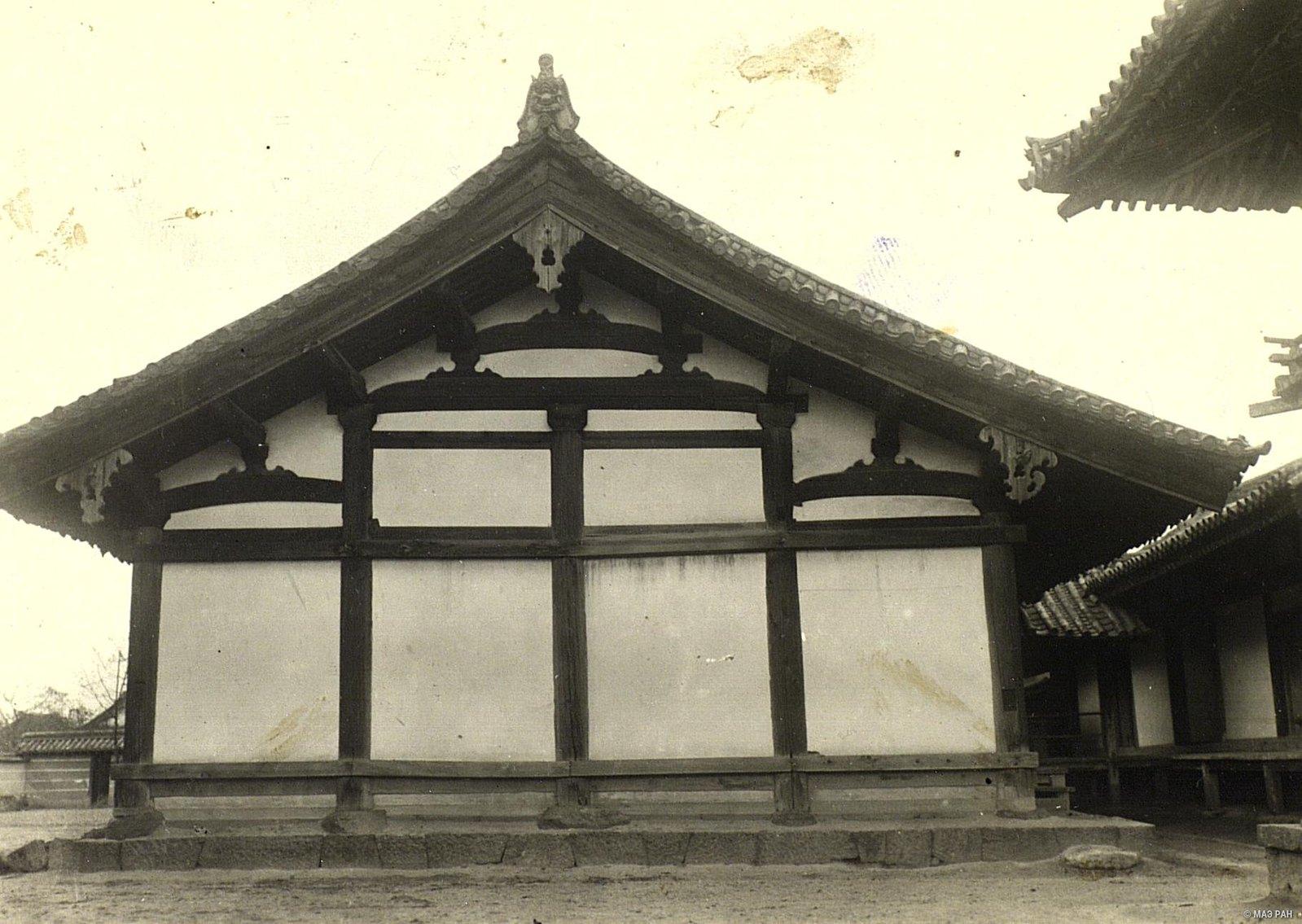 17. Образец традиционной архитектуры храмовое здание. Префектура Токио