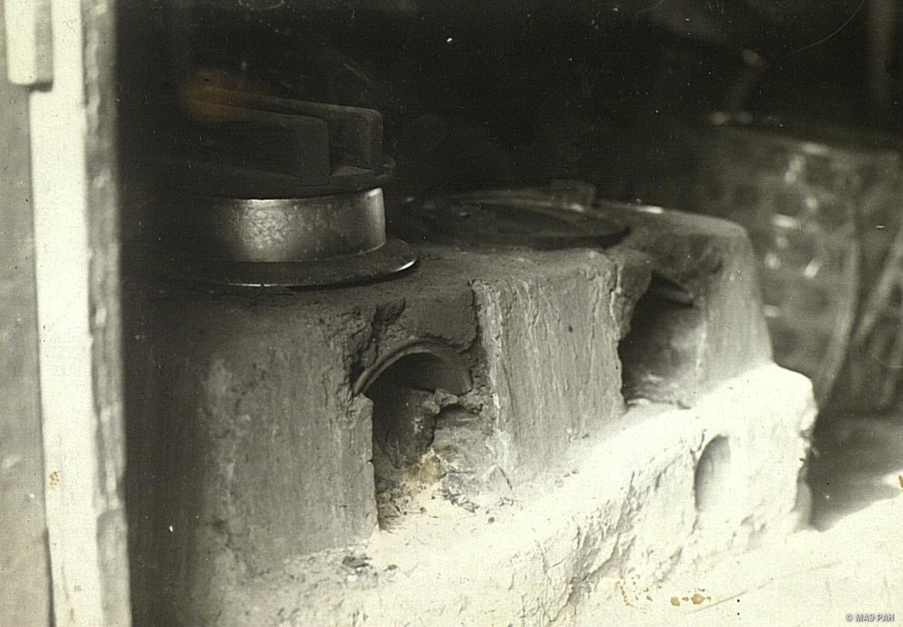 16. Очаг деревенского дома с рисовым котлом. Префектура Токио, Татикава местность