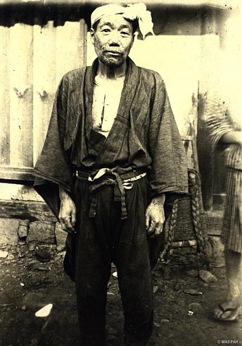 03. Крестьянин в рабочем костюме (вид спереди). Префектура Токио