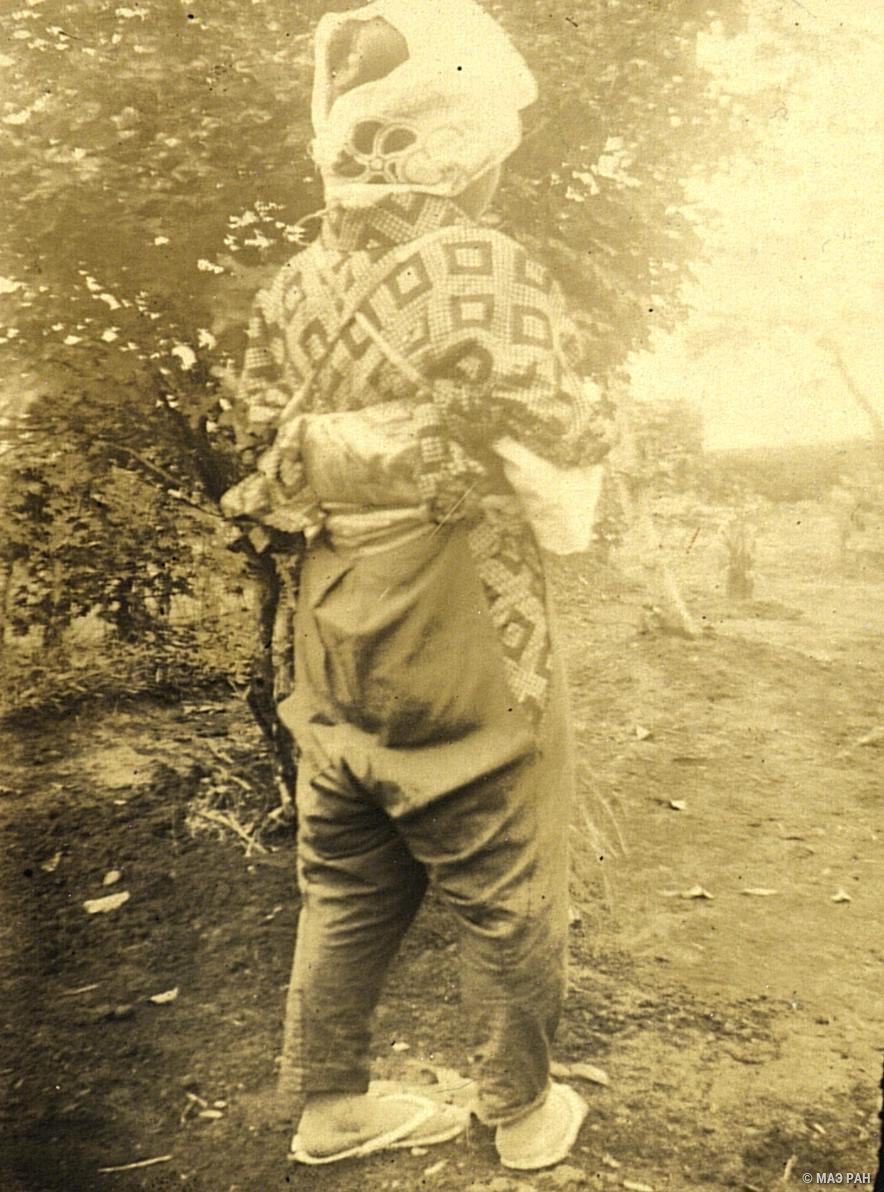 05. Крестьянка в поле, в рабочем костюме. Префектура Токио