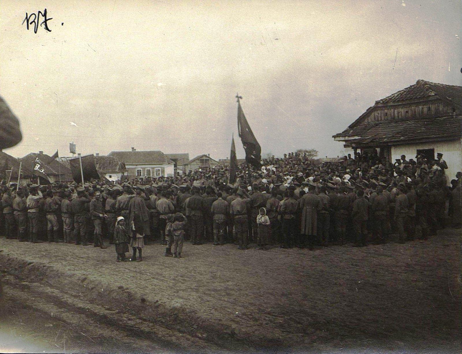 Солдатский митинг на фронте. Дер. Михайловка. 1 мая.