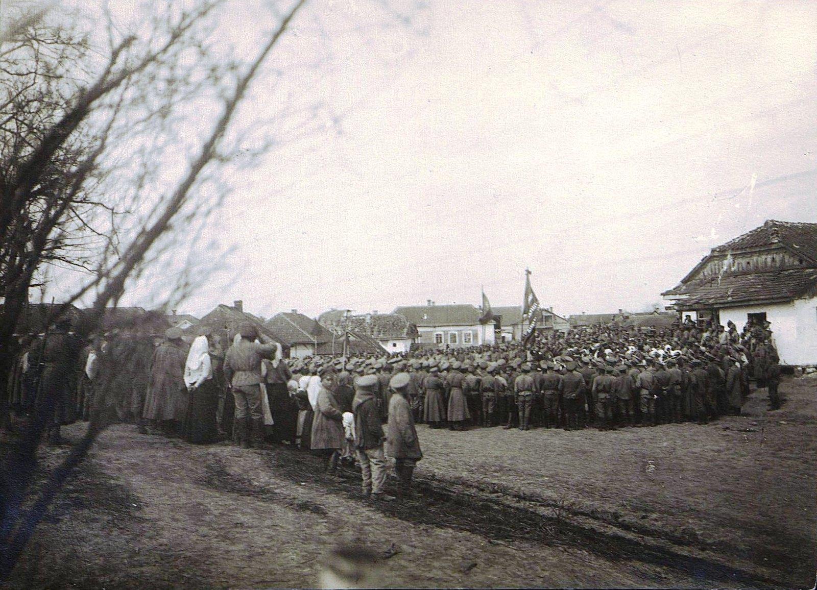 Солдатский митинг на фронте. Дер. Михайловка. 1 мая..