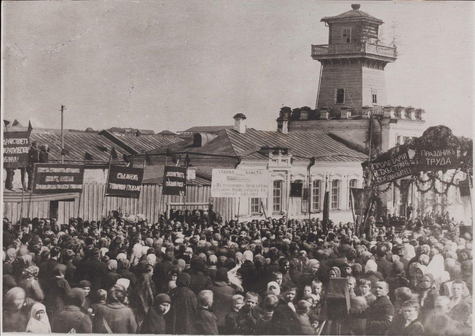 Празднование 1 Мая на Режевском заводе. Пермская губ