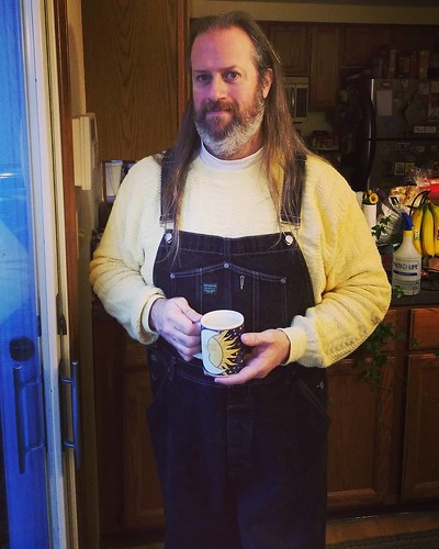 Morning coffee yesterday #overalls #dungarees #biboveralls #vintage #GuessJeans #GuessOveralls #denimoveralls #overallsarelife #vintageoveralls #sweatersandoveralls