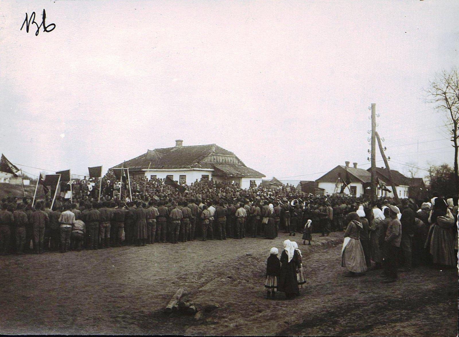 Солдатский митинг на фронте. Дер. Михайловка. 1 мая
