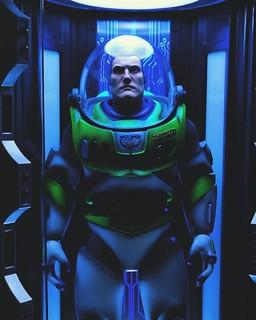 強者玩家 toyman 的改造又來了!帥大叔風格的「擬真人版巴斯光年」1/6比例人偶登場