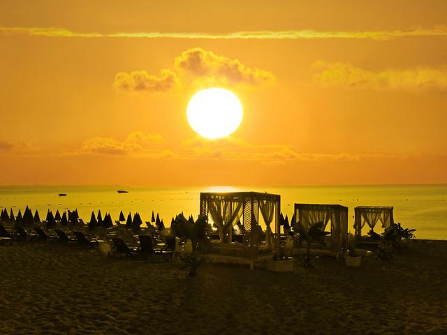 Konyaaltı Plajı'nda Gün Doğumu(Sunrise at Konyaaltı Beach)