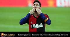 Aksi Messi Lepas Jersey Usai Cetak Gol, Tribut Khusus Untuk Maradona