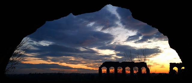 Un arco tra gli archi, un tramonto nella storia di Roma