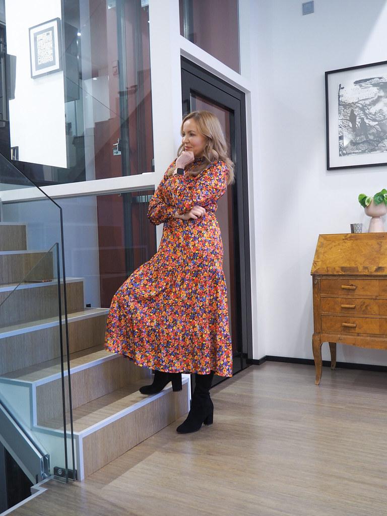 Warehouse Kukkamekko, Business Woman
