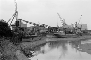 J J Prior, Ship Repairs, Orchard Wharf, Bow Creek, Leamouth Rd, Leamouth, Tower Hamlets, 1982 32f-53_2400