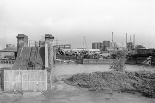 Pipe Bridge, Bow Creek, Tower Hamlets, Newham, 1989 89-4c63_2400