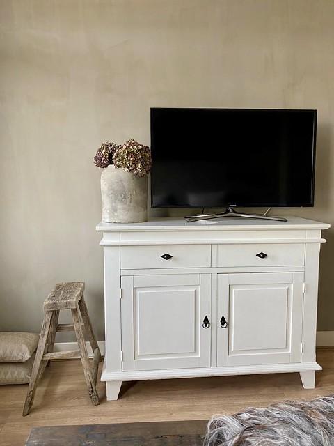 Tv kastje slaapkamer landelijk sober houten krukje