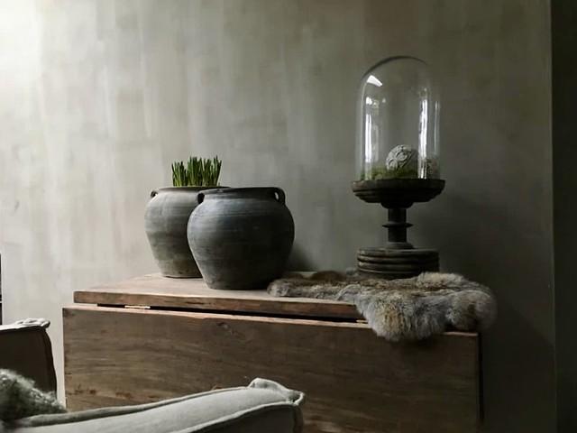 Hangoortafel glazen stolp vachtje landelijke kruiken