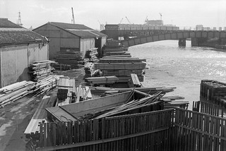 Timber yard,  Essex Wharf, Bow Creek, East India Dock Rd, Newham, Tower Hamlets, 1989 89-4c51_2400