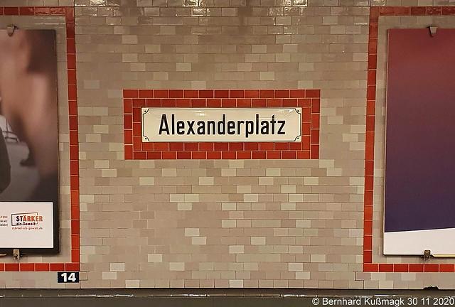 Europa, Deutschland, Berlin, Mitte, Alexanderplatz, U-Bahnhof Alexanderplatz, U-Bahn-Linie U2