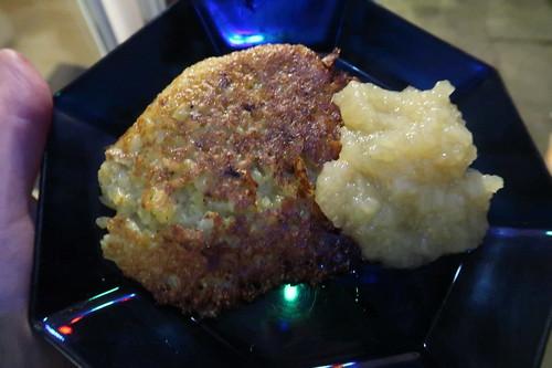 Kartoffelpuffer mit Apfelmus (meine erste Portion)