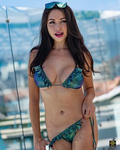 Model: Aurora Luna