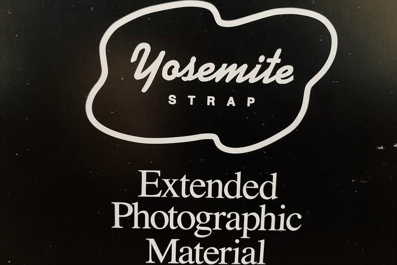 YOSEMITE CAMERA STRAP SNOW MOUNTAINロゴ