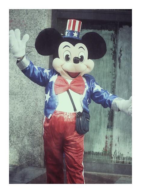 """""""Cuando la gente se ríe de Mickey Mouse es porque es muy humano, y ese es el secreto de su popularidad""""."""
