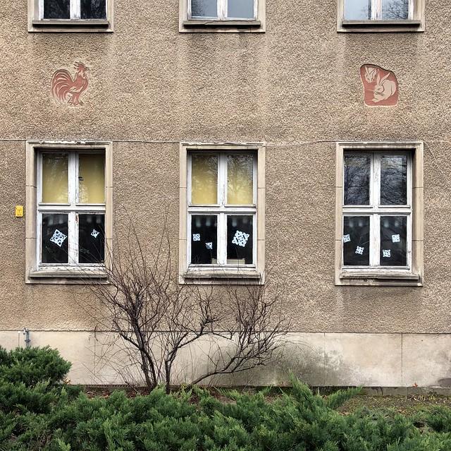 Wo Hahn und Hase sich Gute Nacht sagen / Kindergarten Liebermann - Ecke Parkstraße / Weißensee