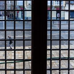 A través de la ventana...