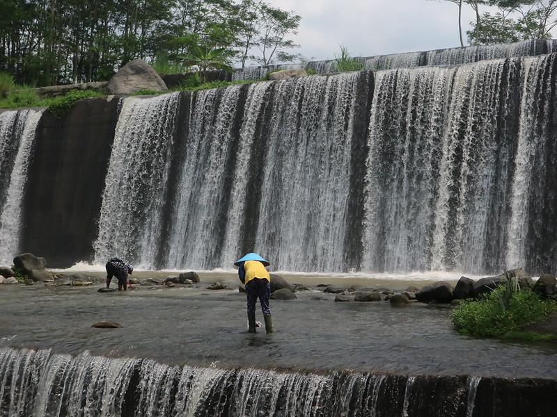 Resmikan Grojogan Watu Purbo, Sri Purnomo Dukung UMKM Merdikorejo