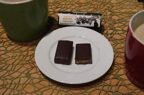 """Kaffee zu """"Tausend Blätternougat"""" (= erste Schokolade aus ZOTTER Adventskalender)"""
