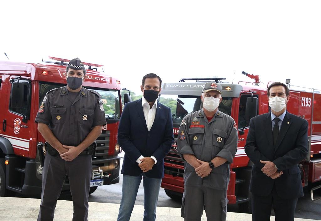 Entrega das novas viaturas de salvamento para o Corpo de Bombeiros