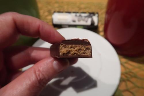 """""""Tausend Blätternougat"""" (= extradunkle Milchschokolade mit Haselnussnougat und Krokantblättern gefüllt von Zotter)"""